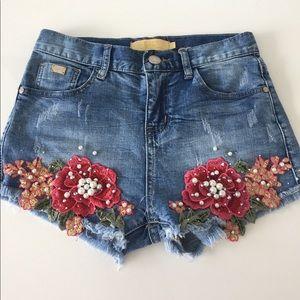 Pants - AMAZING SHORTS W/ FLOWER & PEARL DETAIL