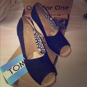 Toms Shoes - Black canvas wedge