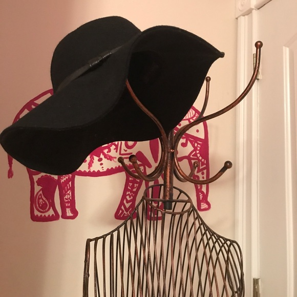 c2e8e31be 👇PRICE DROP👇Kendall and Kylie floppy Panama hat