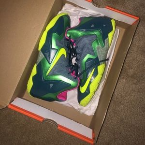 Shoes - Nike Lebron XI (T-Rex) 2013