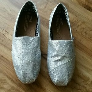 TOMS white glitter shoes. Size W8
