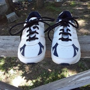 Tommy Hilfiger boy's Shoe's size 3 youth