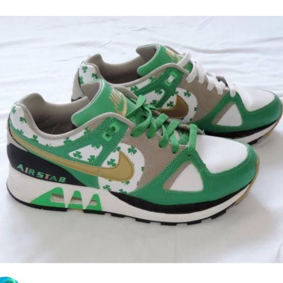 sports shoes b834e 3a5bc Nike air stab shamrock St. Patty s Day shoes. M 5951b498c6c795981f09f545