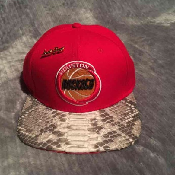 04d72129b Just don c hat NWT