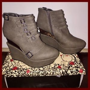 Shoes - Wild Rose Ankle Boot - Taupe