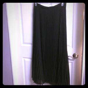 Ladies' Black Pleated Maxi Skirt Size 10