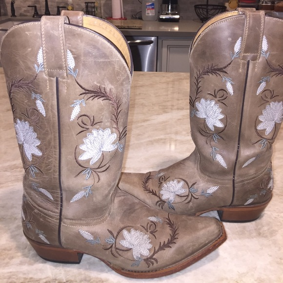 f1900517b9f ❌ 1 HR ONLY SALE ❌Embroider Cowboy boots boot barn