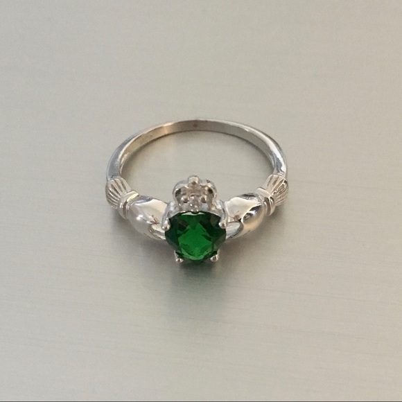 sterling silver claddagh emerald cz ring from