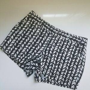 Anne Taylor Pants - Anne Taylor Black & White Patterned shorts