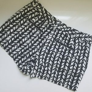 Anne Taylor Black & White Patterned shorts