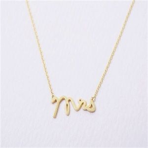 👰 Mrs Dainty Pendant Necklace Gold Color