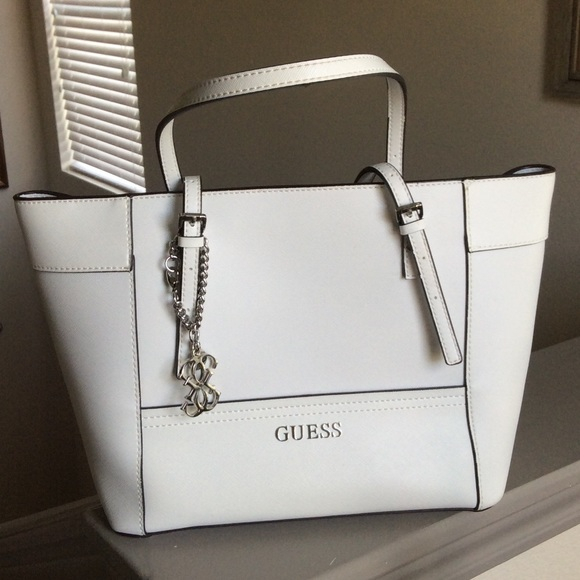 1e29b85f80e4 Guess Handbags - Guess Delaney Small Classic Tote