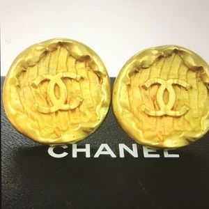 Chanel CC Vintage Gold Clip on earrings