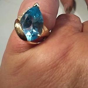 14 karat yellow gold sky blue topaz and diamond ri