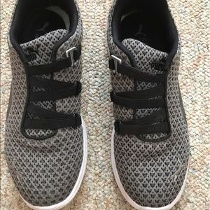 Puma Shoes - Fashin Puma no lace women shoes size 8 9b8beae69