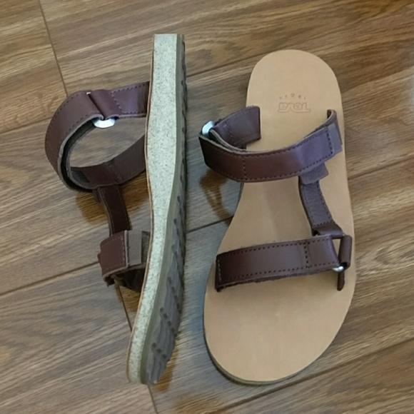 b67ad4f33d7b Teva Universal Slide Leather Sandal. M 5952cd4f78b31c27350d1119