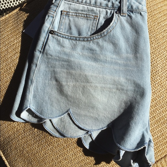 H&M Shorts - Scalloped denim shorts