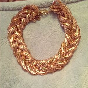 Jewelry - Chunky gold braided necklace