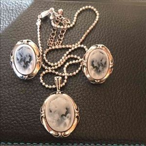 vintage Jewelry - Cameo Vintage Neckless and earrings