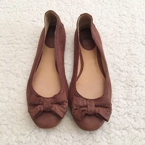Brown Esther bow front Frye flats, size 7m