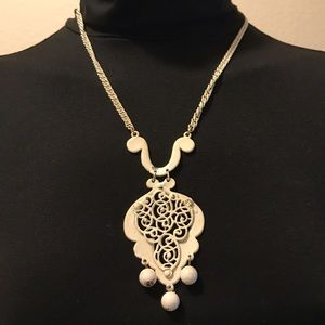 Vintage Cream Necklace w/Chunky Ornament