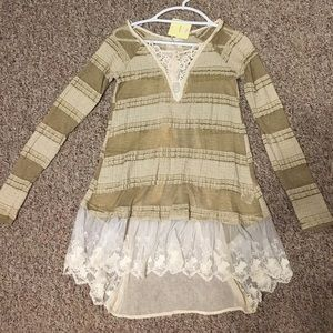 A'Reve Cream Colored Tunic with Lace Details