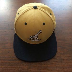 Accessories - Mustard yellow skateboard giraffe SnapBack