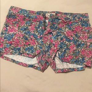 Heritage Pants - Flowered shorts