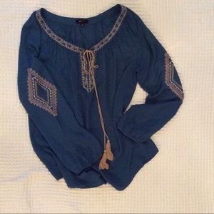 Tops - 🎉🎈HP🎉🎈 Boho chic lightweight embroidered top