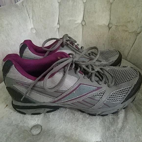 Women s Reebok size 9 1 2 sneakers 6e39d4fff