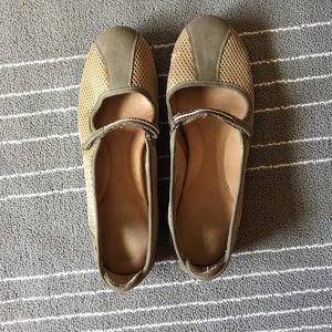 Aerosoles Size 11 Olive Green Shoes