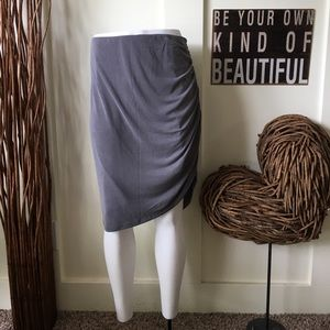 Beautiful gray side zipper skirt with ruching