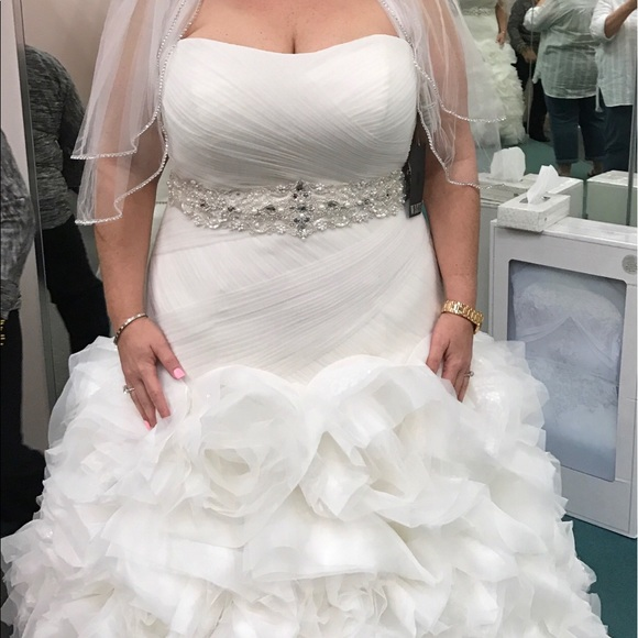 11 off vera wang dresses skirts negotiable need to for Need to sell my wedding dress