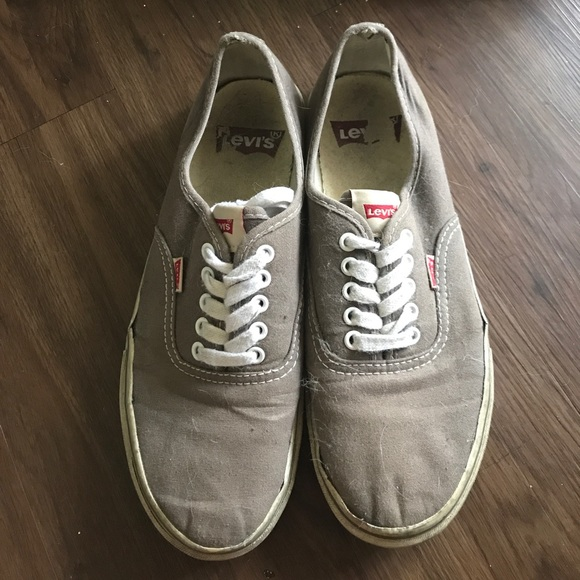92 levi s other s grey levi s tennis shoes