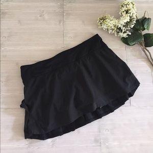 lululemon athletica Dresses & Skirts - Lululemon Pacesetter Black Skirt Skort Size 8