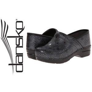 Dansko Shoes - DANSKO PRO XP Medallion Leather Shoes 41