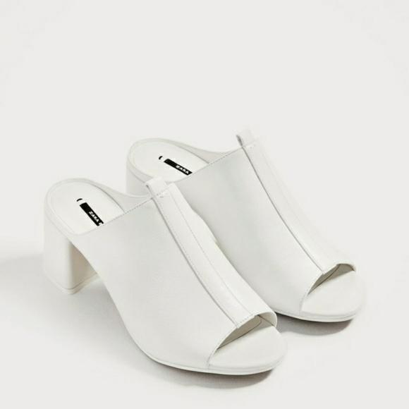 1d4c2b9ebb79 ZARA White Mules with Block Heel Sz 8