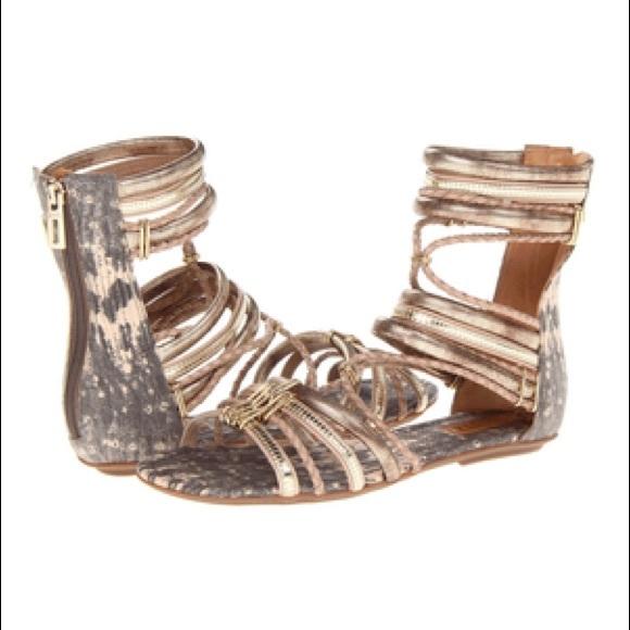 d701e2a7a64 Schutz Dora Women s Gladiator Flat Sandals. M 5954670a56b2d66d1d0082c0
