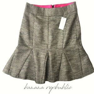 *Brand New* Banana Republic Flounce Knit Skirt