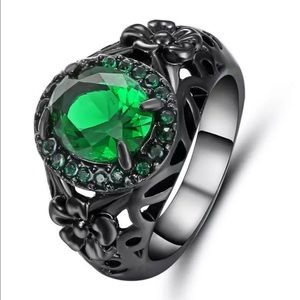 Jewelry - 5/$25 Beautiful green silver flower ring size 7