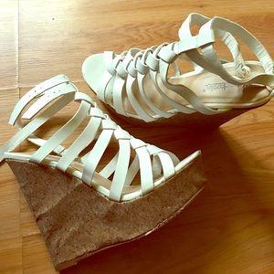 wedged heel sandals !