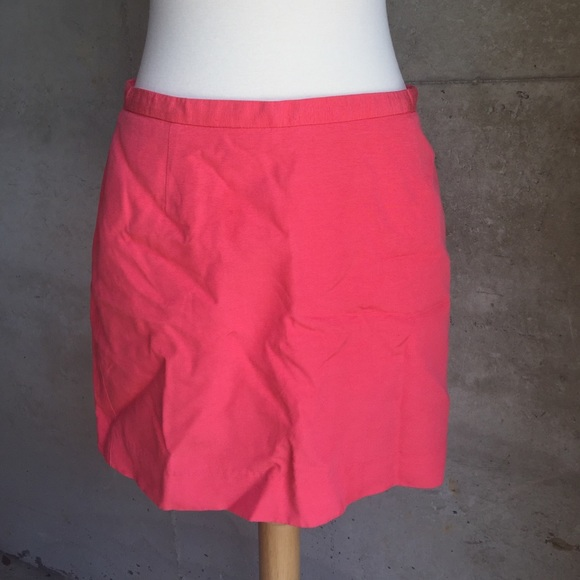 H&M Dresses & Skirts - Cute H&M mini skirt size 6