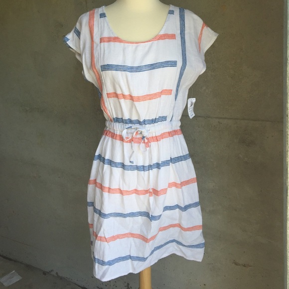 Old Navy Dresses & Skirts - NWT white Gauze dress Great for summer!