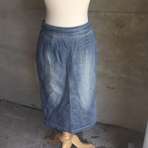 Calf length pencil denim skirt size XS ⚡️ So cute!