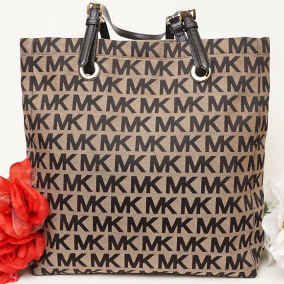 7da4d3d4d466 ... norway michael kors signature canvas tote 661f8 a5ade ...