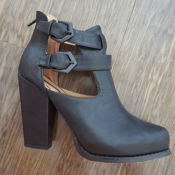edad6d33dd1 Forever 21 Shoes - Black Buckle Cutout Booties