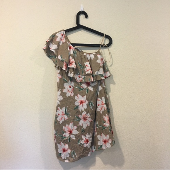LoveRiche Dresses & Skirts - NWT LoveRiche floral one shoulder dress