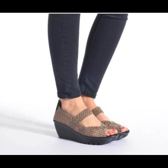 75f80e558e22 Skechers Black Parallel Memory Foam Sandals 7 1 2.  M 598fc59c41b4e0f7ea0f5fd7