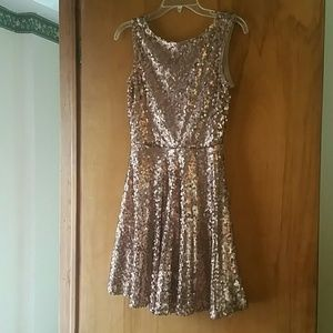 Dresses & Skirts - Rose gold sequin dress