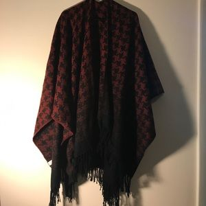Sweaters - Ombré red/black houndstooth wrap
